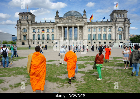 Berlin. Germany. Tourists outside the Reichstag building. - Stock Photo