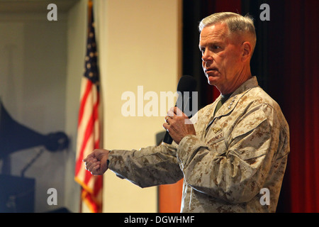 The commandant of the Marine Corps, Gen. James F. Amos and the 17th sergeant major of the Marine Corps, Sgt. Maj. - Stock Photo