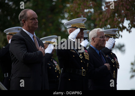 Mayor Sammy Phillips, left, Mayor of Jacksonville, U.S. Marine Corps Gen. James F. Amos, center, 35th commandant - Stock Photo
