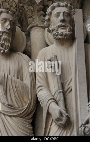 Portal figures of Notre-Dame de Chartres Cathedral, 12th century, Gothic, Chartres, Département Eure-et-Loir, France - Stock Photo