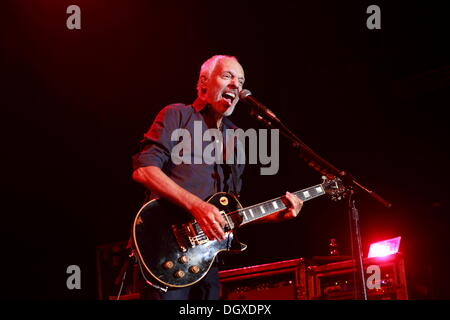 Berlin, Germany. 26th Oct, 2013. Peter Frampton performs onstage as special guest at a Deep Purple concert in Berlin, - Stock Photo