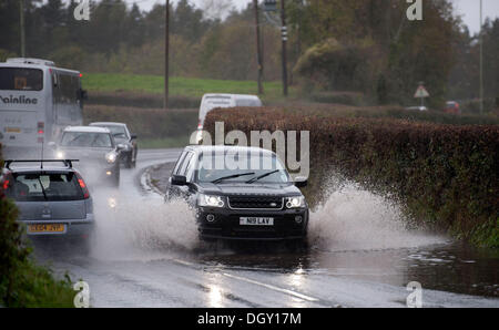 Groesfaen, Cardiff, UK. 27th Oct, 2013. Cars making their way through a flooded road at Groesfaen near Cardiff this - Stock Photo
