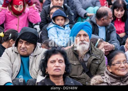 Trafalgar Square, London UK, 27 October 2013.  Diwali is celebrated by Hindu, Sikh and Jain communities across the - Stock Photo