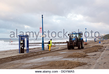 Bournemouth, UK, 28th October 2013. Council workers commence clear up operation on Boscombe beach in Bournemouth. - Stock Photo