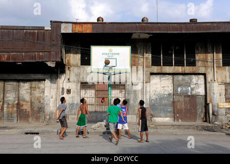 Boys playing basketball on a street in Cebu, Philippines, Southeast Asia, Asia - Stock Photo
