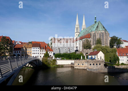 Altstadtbruecke bridge across the Neisse river between Goerlitz, Saxony, Germany and Zgorzelec, Poland, Church of - Stock Photo