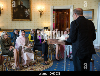 First Lady Michelle Obama and Dr. Jill Biden host a poetry recital in honor of Kalsoom Nawaz Sharif, wife of Pakistan - Stock Photo