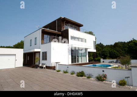 Swedish modern home house homes houses grand designs white for Minimalist house grand designs