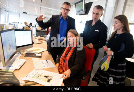 Berlin, Germany. 29th Oct, 2013. The painter Neo Rauch (2-R), Managing Editor, Patricia Plate, chief editor Jan - Stock Photo