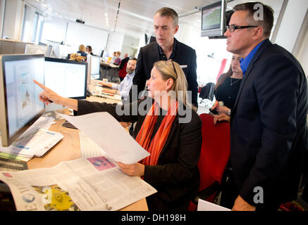 Berlin, Germany. 29th Oct, 2013. The painter Neo Rauch (L-R), Managing Editor, Patricia Plate, chief editor Jan - Stock Photo