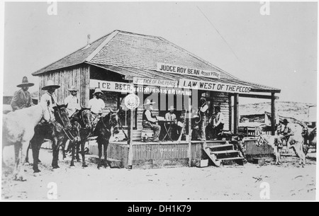 Judge Roy Bean, the 60Law West of the Pecos,' holding court at the old town of Langtry, Texas in 1900, trying a - Stock Photo
