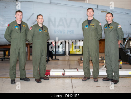 Naval Surface Warfare Center Panama City Division (NSWC PCD) Search and Rescue team is: (from left to right) Petty - Stock Photo