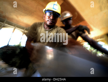DILI, Timor-Leste – (Oct. 25, 2013) Timor-Leste Defense Force (F-FDTL) Engineer Sgt. Domingos De Carvalho saws a - Stock Photo