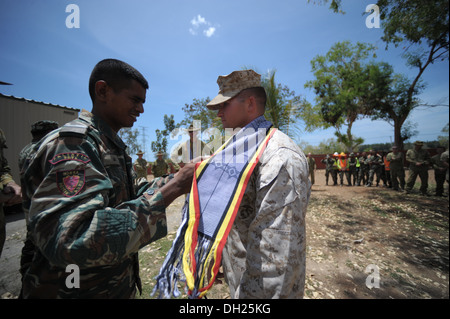 METINARO, Timor-Leste – (Oct. 25, 2013) U.S. Marine Corps 1st Lt. Richard Fitzgerald, the 1st Platoon commander - Stock Photo