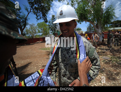 METINARO, Timor-Leste – (Oct. 25, 2013) U.S. Navy Seabee Chief Utilitiesman Miguel Fernandez, Naval Mobile Construction - Stock Photo