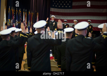 Chief of Naval Operations (CNO) Adm. Jonathan Greenert administers the oath of office to 85 officer candidates during - Stock Photo
