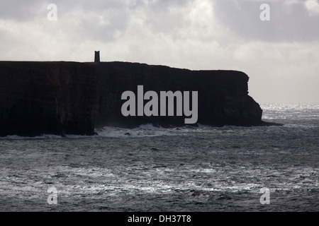 Islands of Orkney, Scotland. Picturesque silhouetted view of Marwick Head with the Kitchener Memorial visible on - Stock Photo