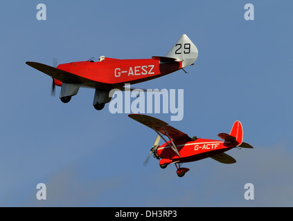 Chilton DW-1(foreground),and Comper Swift.Vintage 1930's monoplanes from the Shuttleworth collection flying in an - Stock Photo