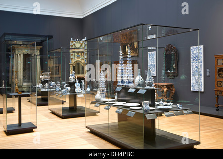 Netherlands, Amsterdam, Rijksmuseum. Delft's Blue tin-glazed earthenware ( faience ),  pottery and ornamental vases - Stock Photo