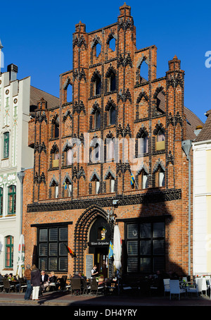 Historical Houses with restaurant 'Alter Schwede', 14.c., market square,  Hanseatic city Wismar, Germany, UNESCO - Stock Photo