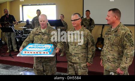U.S. Army Command Sgt. Maj. Joseph Singerhouse (left), senior enlised adviser, 2nd Battalion, 30th Infantry Regiment, - Stock Photo