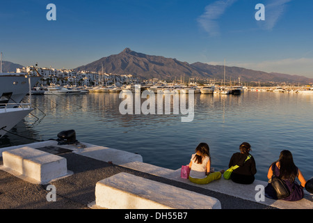 PUERTO BANUS COSTA DEL SOL THE HARBOUR AND BOATS IN THE EVENING - Stock Photo