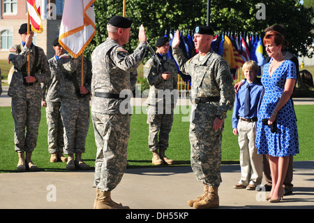 Maj. Gen. John M. Murray, 3rd ID commanding general, administers the Oath of Office to newly promoted Brig. Gen. - Stock Photo
