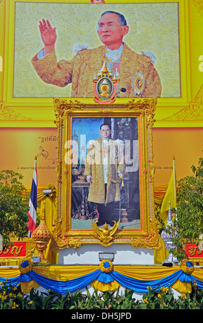 Painting of King Bhumibol Adulyadej in Bangkok, Thailand, Asia - Stock Photo
