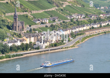 View from Burg Stahleck Castle in Bacharach, Rhineland-Palatinate, over the Rhine River to Lorchhausen, Hesse, UNESCO - Stock Photo