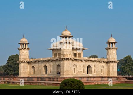 Islamic mausoleum, the tomb of Mirza Ghiyas Beg with intricate marble inlay, Itimad-ud-Daula, Agra, Uttar Pradesh, - Stock Photo