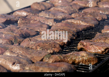 MARINE CORPS AIR STATION YUMA, Ariz. – Marines with 1st Battalion, 7th Marine Regiment, grill steaks for a warriors' - Stock Photo