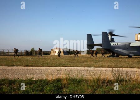 U.S. Marines with Special-Purpose Marine Air-Ground Task Force Crisis Response debark an MV-22B Osprey at Camp des - Stock Photo