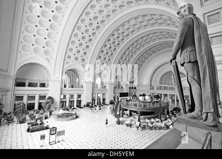 Black and white image, interior view, Great Main Hall, larger than life statues, station forecourt, Union Station, - Stock Photo