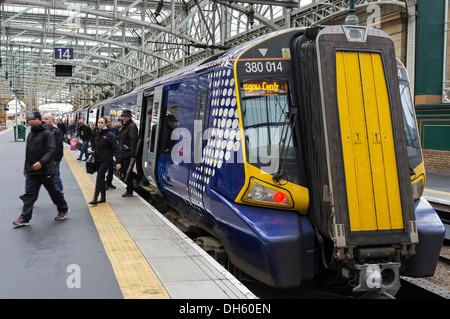 Passengers getting off an intercity train at Glasgow Central Railway station, Glasgow, Scotland, UK - Stock Photo