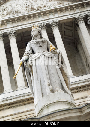 Statue of Queen Anne outside St Paul's Cathedral Ludgate Hill London England - Stock Photo