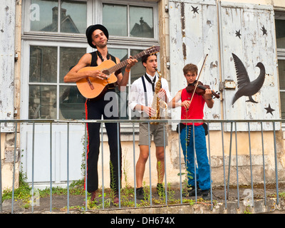 Street performers from travelling circus - France. - Stock Photo