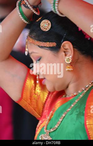 Hindu woman dancing, Diwali celebrations in Croydon High street, Surrey. - Stock Photo