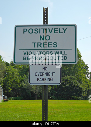 Sign in Leesport, Pennsylvania reading 'Positively No Tree, Violators will be prosecuted' and below 'no overnight - Stock Photo