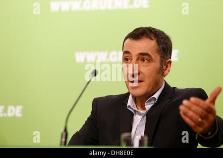 Berlin, Germany. 14th October, 2013. Cem Özdemir, chairman of Alliance 90/The Green Party, holds a press conference - Stock Photo