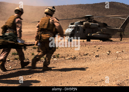 U.S. Marines with the 13th Marine Expeditionary Unit (MEU) litter carry a simulated causality to a CH-53E Super Stallion from the Marine Medium Tiltrotor Squadron 166 (Reinforced) during a medical evacuation exercise as part of Djibouti Sustainment Traini Stock Photo