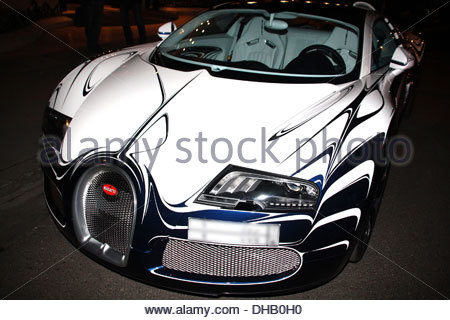 amazing bugatti paint job a bugatti veyron turned head on streets of stock ph. Black Bedroom Furniture Sets. Home Design Ideas