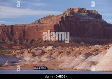 Houseboats on Lake Powell, Glen Canyon National Recreation Area, Page, Arizona. - Stock Photo