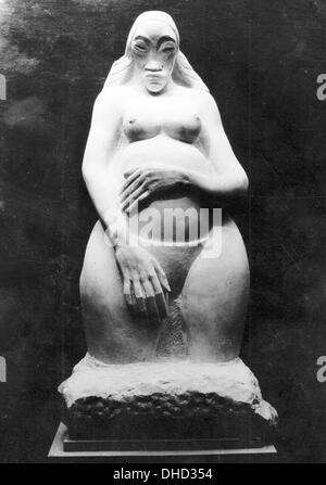 An undated National Socialist propaganda picture shows the sculpture 'Genesis' by Jacob Epstein, location unknown. - Stock Photo