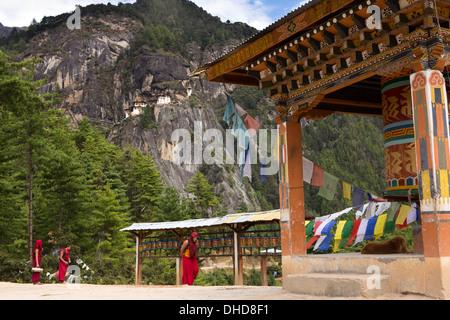 Bhutan, Paro valley, Monks at Taktsang (Tiger's Nest) monastery viewpoint prayer wheels - Stock Photo