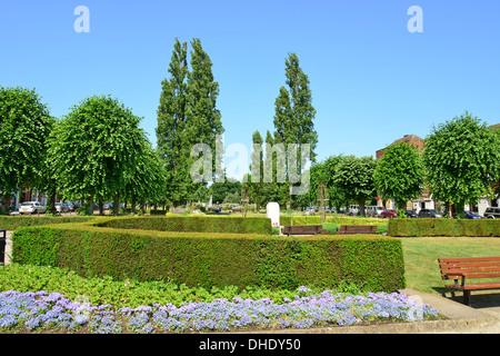 The parkway in summer welwyn garden city centre - Welwyn garden city united kingdom ...