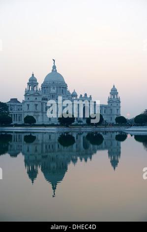 Victoria Memorial, Chowringhee, Kolkata (Calcutta), West Bengal, India, Asia - Stock Photo