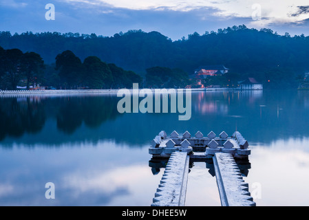 Kandy Lake and the Temple of the Sacred Tooth Relic (Sri Dalada Maligawa) at night, Kandy, UNESCO, Central Province, - Stock Photo