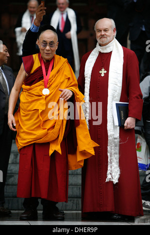 The 14th Dalai Lama (L) leaves with Richard Chartre the Bishop of London (R)  St. Paul s Cathedral, London 14 May - Stock Photo