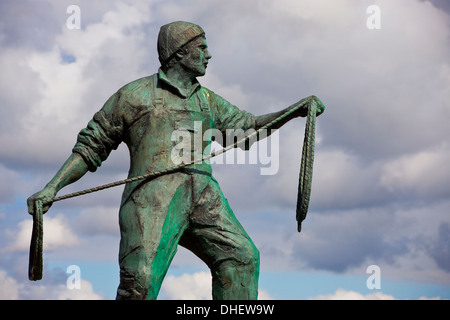 Newlyn statue of  a fisherman commemorating the dead and missing fisherman from harbours in Cornwall and the Isles - Stock Photo
