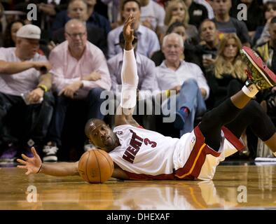 Miami, Florida, USA. 7th Nov, 2013. Miami Heat shooting guard Dwyane Wade (3) scrambles after a loose ball at AmericanAirlines - Stock Photo